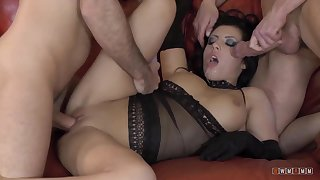 Damn Hot BBW gets Double Penetrated Like a Hooker